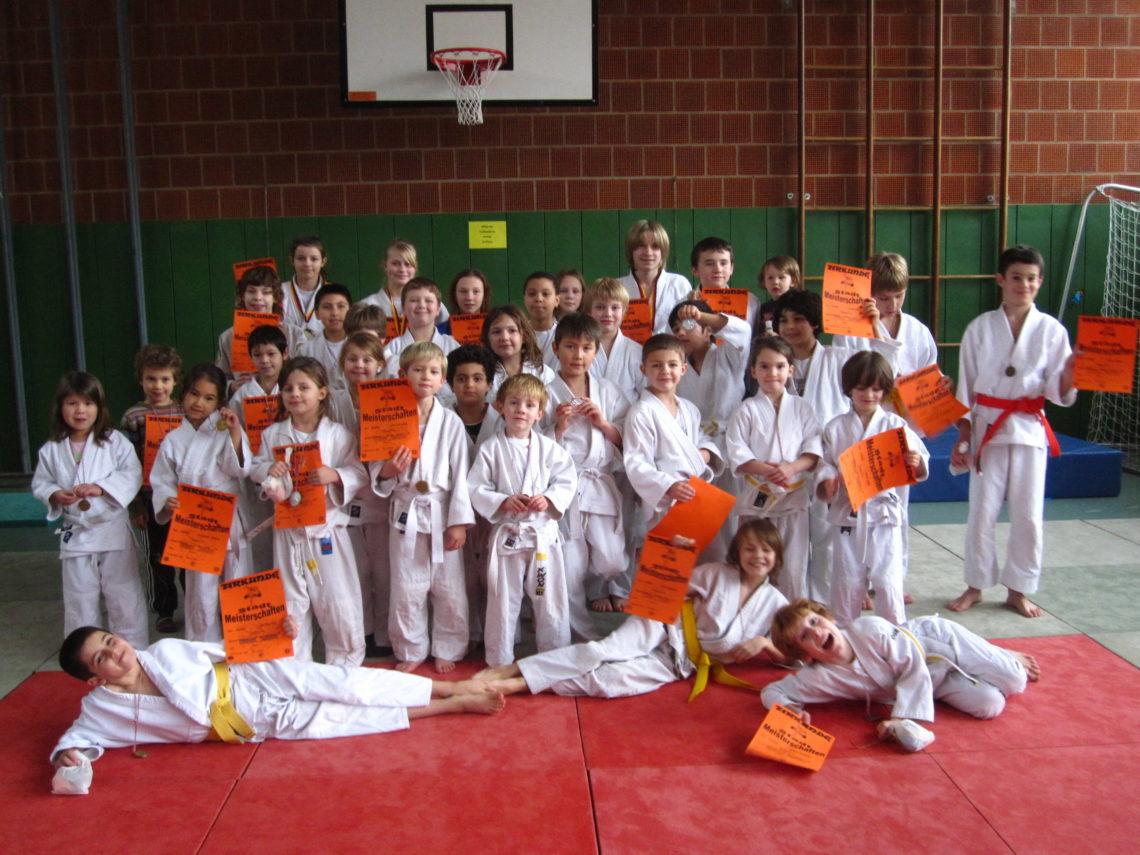 Bild mit den glücklichen Medaillengewinnerinnen und -gewinnern