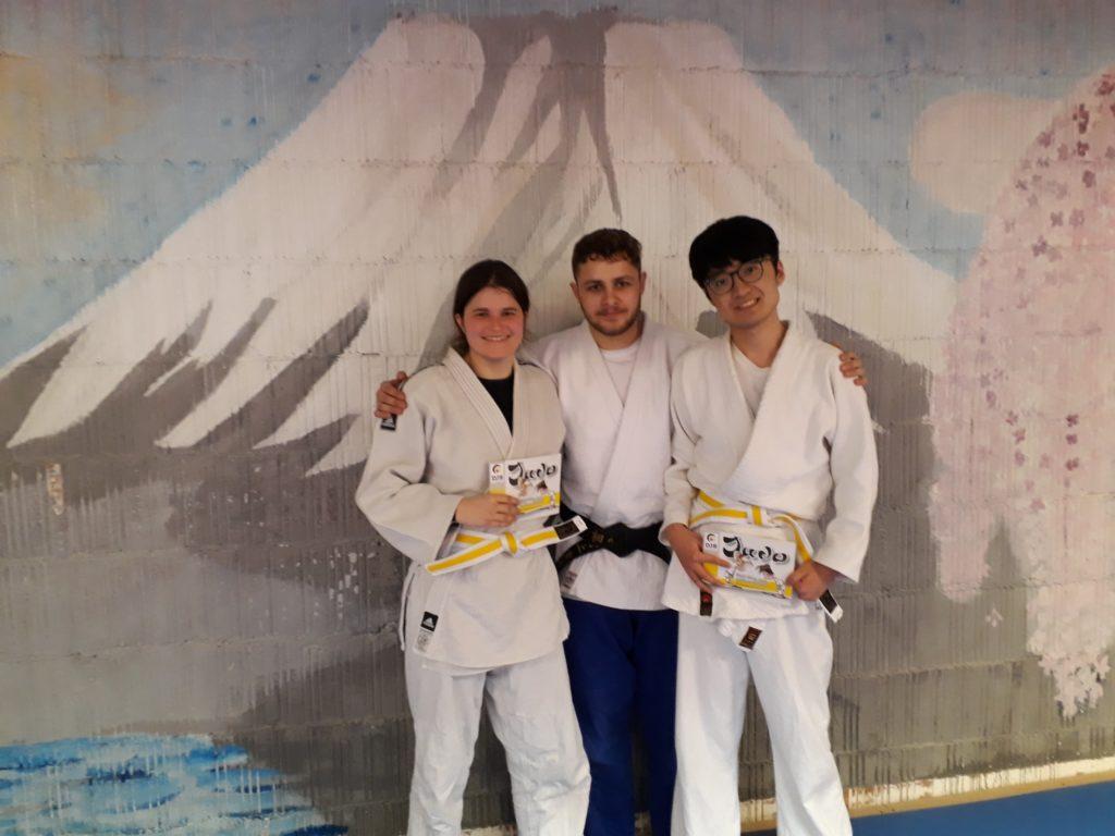 von links: Yvonne Mark, Prüfer Eric Schumacher und Ziyue Fang, (Rufname Freddie)
